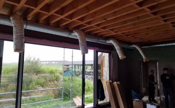 Pose de gaines de ventilation à l'Avernas Golf Club de Hannut (Liège)